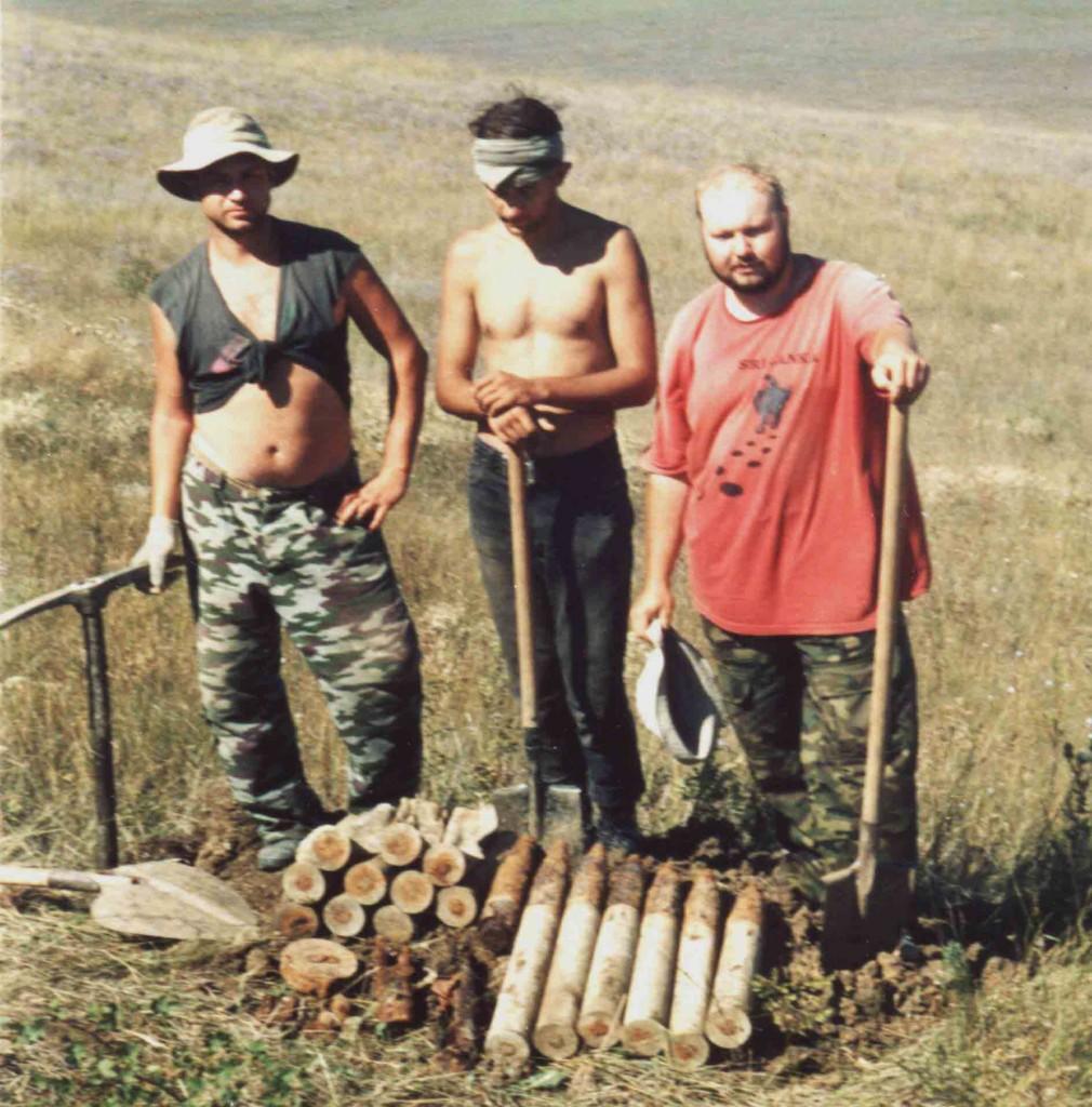 Найдена артиллерийская позиция на высоте 92,7. Аджимушкай 2003 г.